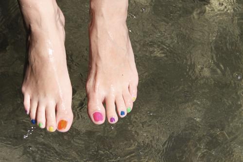 buntwäsche Mensch schön Sommer Wasser Freude feminin Gesundheit Schwimmen & Baden See Fuß Fluss Wellness Seeufer Wohlgefühl Körperpflege Flussufer
