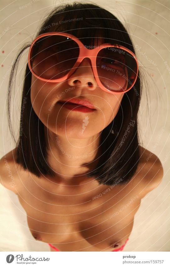 Die Schöne und die Strähne Frau Akt Erotik nackt Stil Gesundheit rosa Frauenbrust Brust Mut trashig selbstbewußt verführerisch provokant