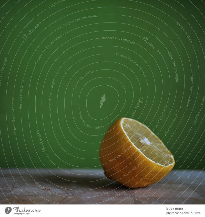 vitamin c Zitrone Vitamin Gesundheit Ernährung Frucht Fruchtfleisch Wachstum Verfall Südfrüchte Vitamin C Küche Holzbrett planze