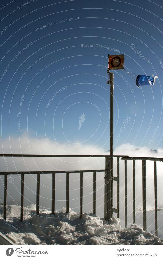 O im Wind Himmel Ferien & Urlaub & Reisen blau weiß Wolken Ferne Winter Berge u. Gebirge Schnee Wetter Eis Schilder & Markierungen Aussicht kaputt Gipfel