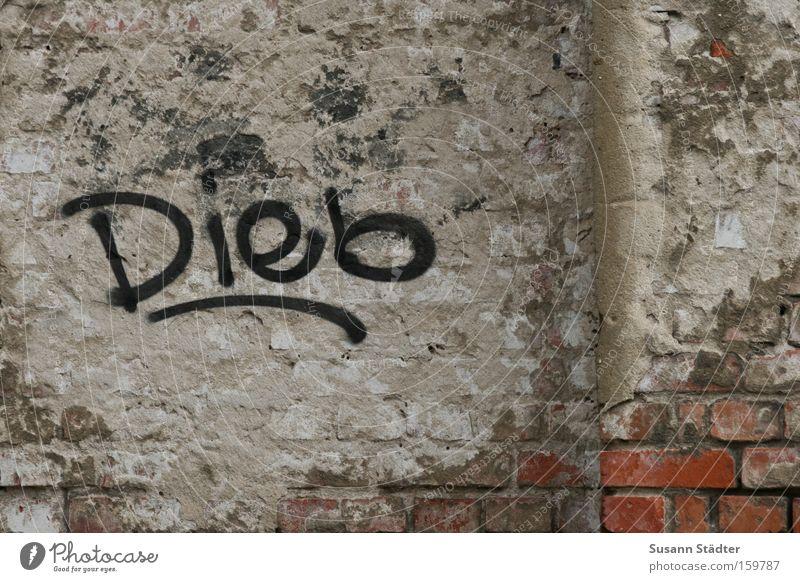 HALTET DEN ...... alt Wand Gebäude Angst dreckig gefährlich Schriftzeichen bedrohlich streichen verfallen Backstein Schriftstück Gemälde Putz Logo sprühen