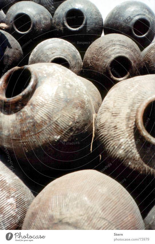 Krüge Krug Behälter u. Gefäße Vase Stapel Keramik Shanghai China Asien Handwerk Wasser