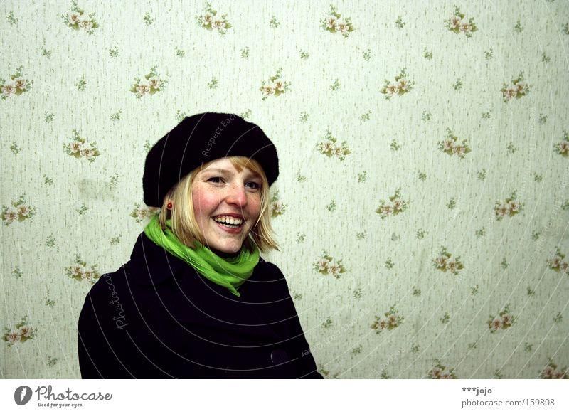 a.n.n.a. [weimar 09] Frau Natur Jugendliche schön grün schwarz lachen blond authentisch Tapete Freundlichkeit Mütze Mantel Sommersprossen sympathisch