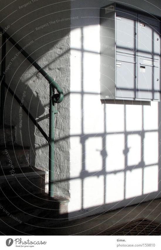 HB09.1 - Begegnungsstätte (classic style) blau Fenster Treppe Kommunizieren Zeitung Post Flur Geländer Zeitschrift Treppenhaus Briefkasten Blech Lichteinfall