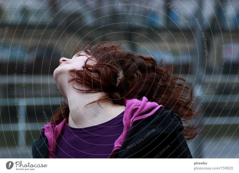 happy up here. schütteln Geschwindigkeit Leben Freude Kopf Bewegung Haare & Frisuren Außenaufnahme