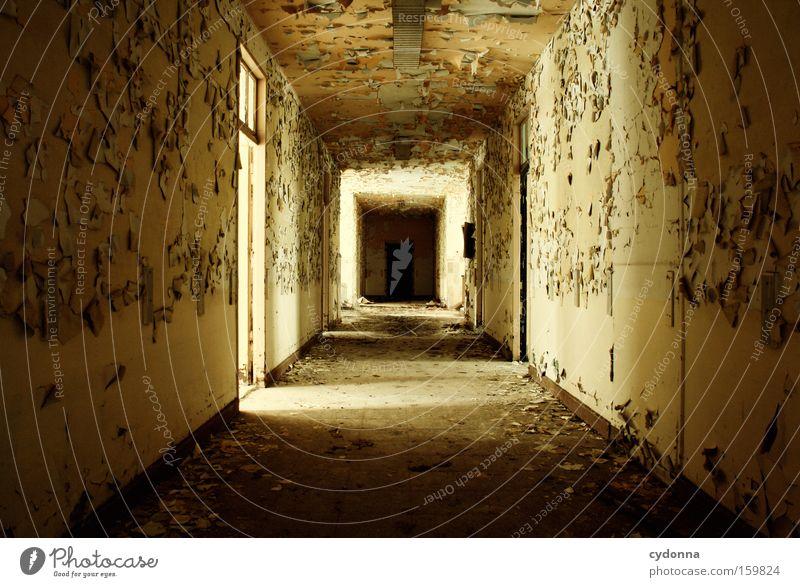 [Weimar 09] Versteckspiel alt Leben Wege & Pfade Raum Zeit Vergänglichkeit verfallen Verfall Flur Zerstörung Erinnerung Örtlichkeit Gang Leerstand Militärgebäude Türrahmen