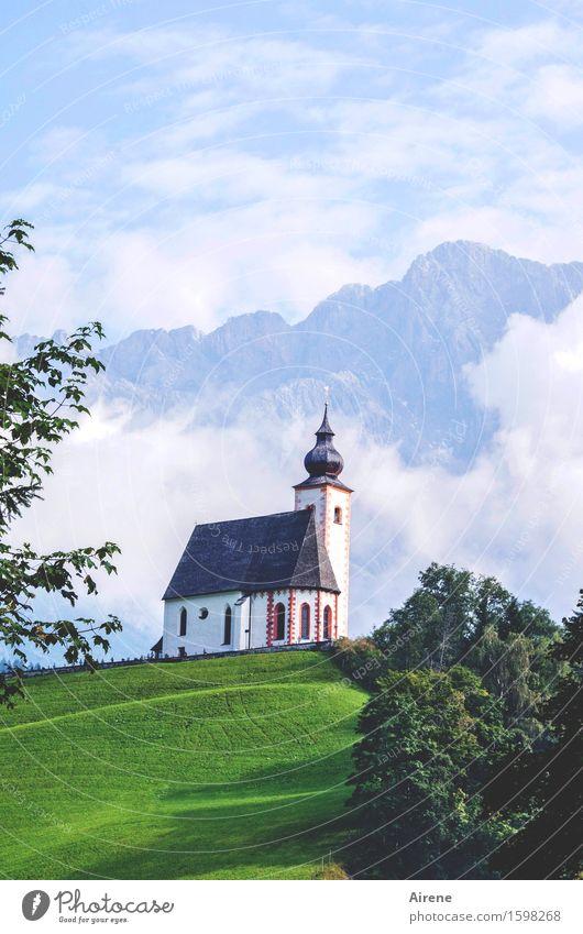 Kulisse Himmel blau schön grün weiß Wolken Berge u. Gebirge Architektur Religion & Glaube Nebel Kraft Idylle Kirche Schönes Wetter Romantik Ewigkeit