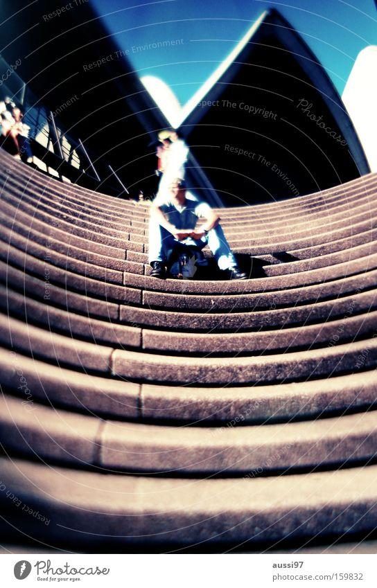Sydneysidr Mann warten Treppe modern Verabredung Verzerrung