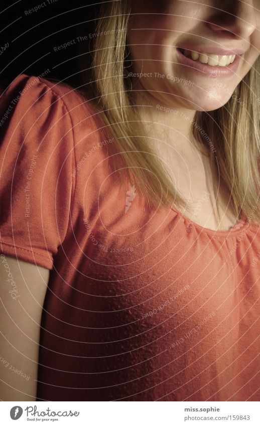 larissas lächeln Jugendliche Freude lachen Haare & Frisuren Mund Zufriedenheit Beleuchtung orange blond Nase Fröhlichkeit Zähne T-Shirt Ausstrahlung