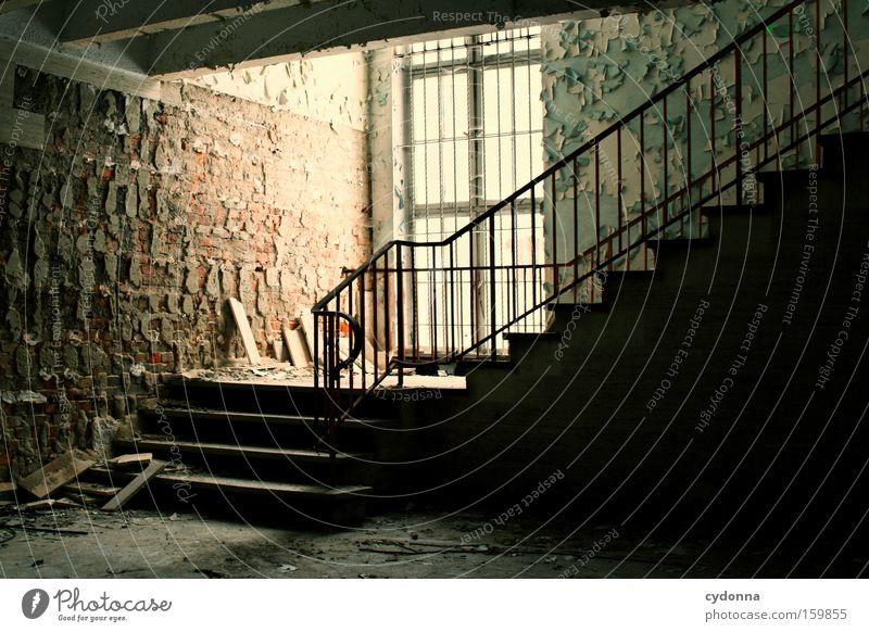 [Weimar 09] Aufstieg Fenster Raum Örtlichkeit Verfall Leerstand Licht Vergänglichkeit Zeit Leben Erinnerung Zerstörung alt Militärgebäude Treppenhaus verfallen