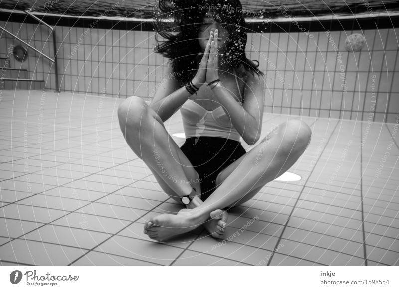 Zen Lifestyle Stil schön Wellness harmonisch Wohlgefühl Sinnesorgane Erholung ruhig Meditation Schwimmbad Schwimmen & Baden Mädchen Junge Frau Jugendliche