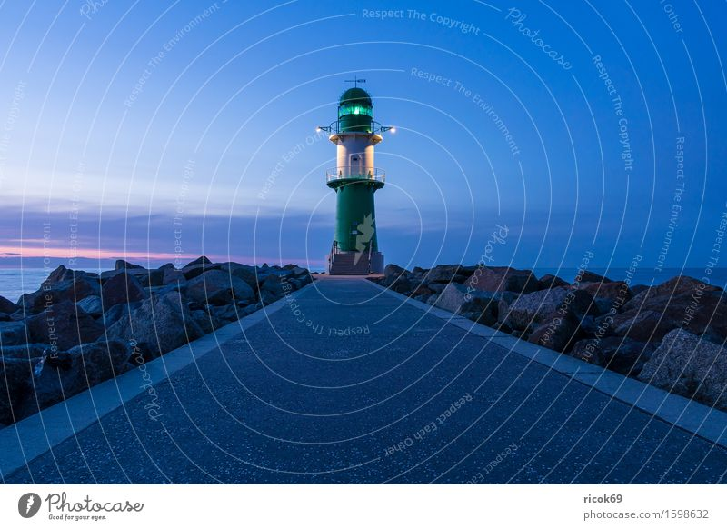 Molenturm in Warnemünde Natur Ferien & Urlaub & Reisen Wasser Meer Erholung Landschaft Wolken ruhig Architektur Wege & Pfade Küste Stein Tourismus Turm