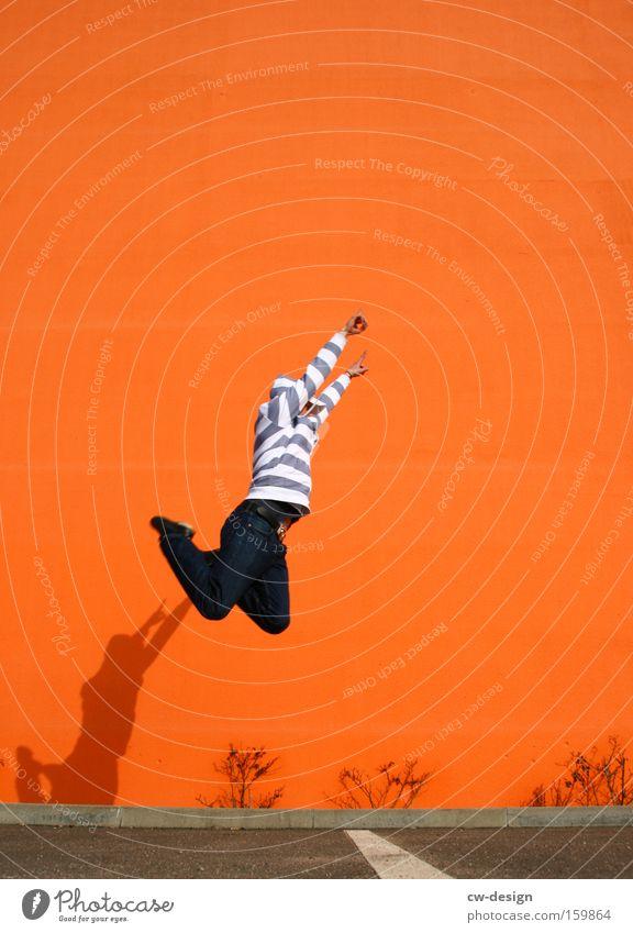 SpringOrange pt.I Mann Freude Spielen Mauer springen Freizeit & Hobby Typ Pullover Kapuze gesichtslos