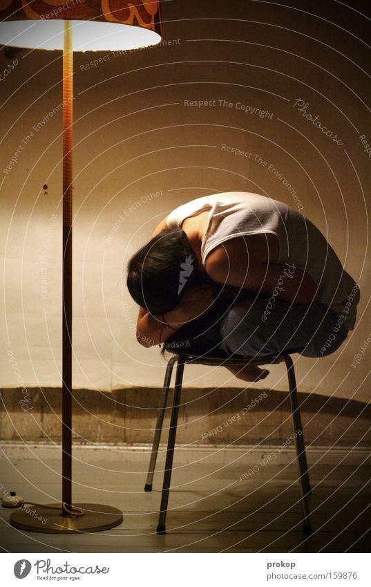 Verlust Mensch Einsamkeit Frustration Angst Schwäche Frau Licht klein anonym Trauer Verzweiflung Ausgrenzung Traurigkeit Jugendliche