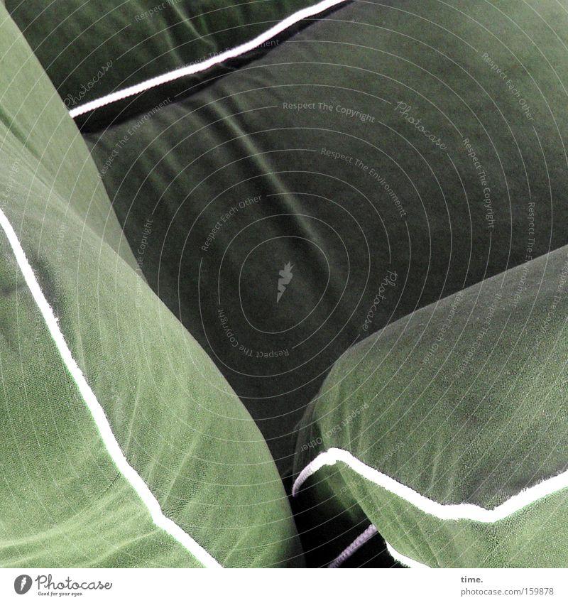 HB09.1 - Wohnzimmer Gedeckte Farben Innenaufnahme Wohlgefühl Sessel Stoff Streifen grün Pause Kissen Bordsteinkante Textilien Saum untergehen anlehnen