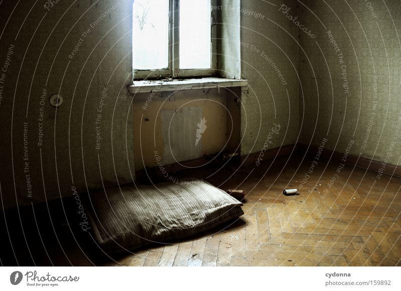 [Weimar09] Schlafgelegenheit alt Leben Fenster Raum Zeit Häusliches Leben Vergänglichkeit verfallen Verfall Bett Zerstörung Erinnerung Örtlichkeit Leerstand möglich Schlafmatratze