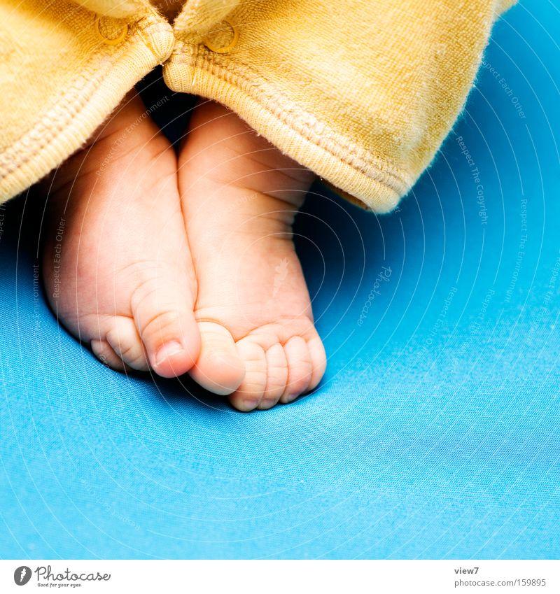 6 Monate schön Glück Fuß Baby Bett niedlich Kind Kleinkind Zehen Bettlaken Schlafzimmer Nachkommen Kinderfuß Kinderbett