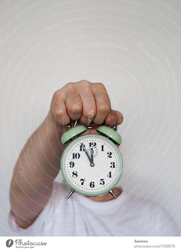kurz vor knapp... Mann Erwachsene Arme Hand Finger Zeichen Ziffern & Zahlen Hilfsbereitschaft Kontrolle Leistung Stress Zeit Wecker alt stoppen Motivation