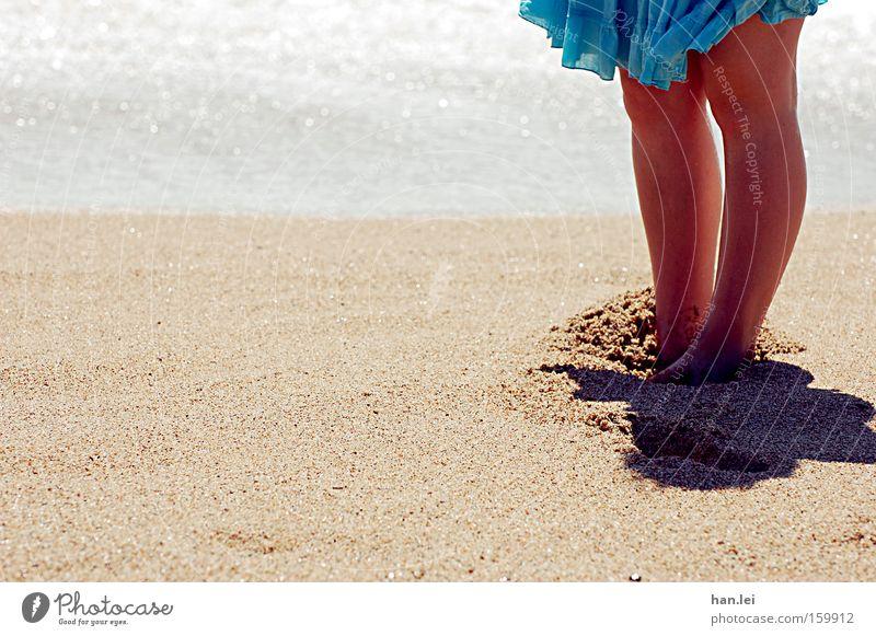 Me gusta la mar, me gustas tú. Strand Meer Sommer Fuß Sand Wellen Beine Rock Barfuß Wärme Wind Spanien Knie Erholung Gesundheit Fußpeeling