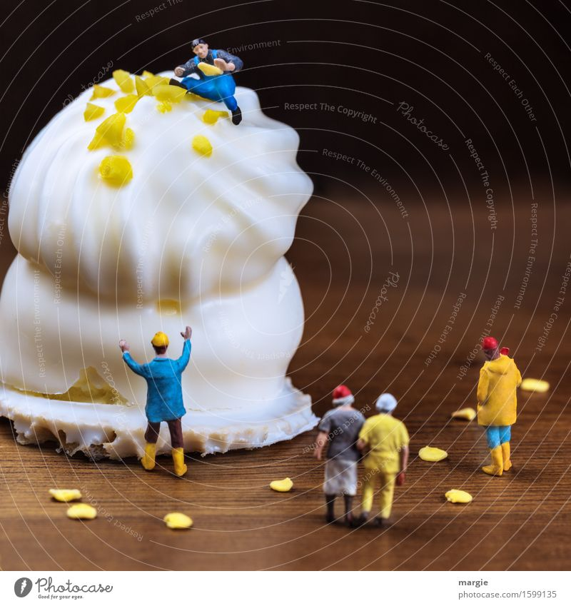 Miniwelten - Schokokuss - fast fertig Lebensmittel Kuchen Dessert Süßwaren Schokolade Ernährung Essen Kaffeetrinken Fingerfood Arbeit & Erwerbstätigkeit Beruf