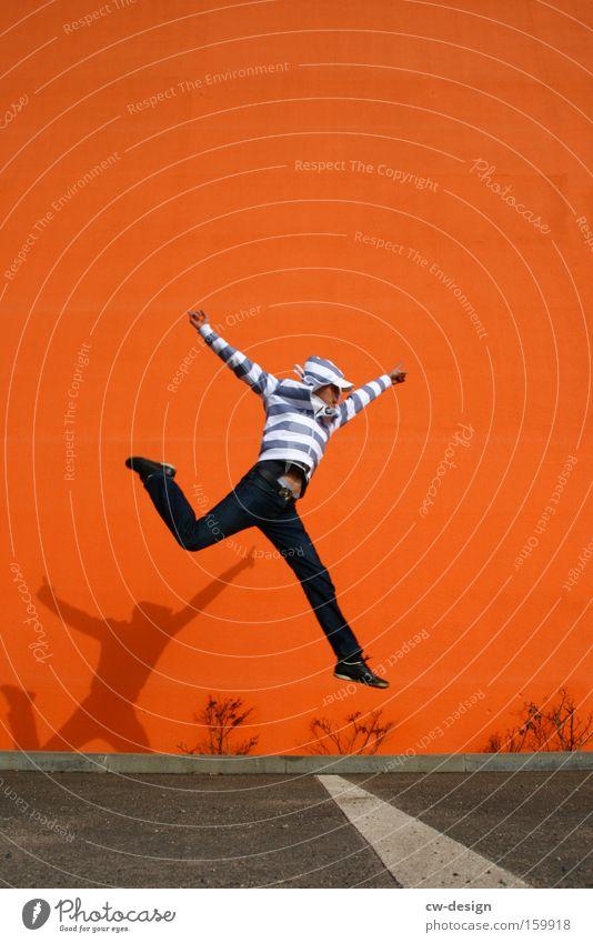 SpringOrange pt.II Lifestyle Stil Freude Freizeit & Hobby Erfolg Mensch maskulin Mann Erwachsene Jugendliche Leben 1 18-30 Jahre Mauer Wand Mode Jeanshose