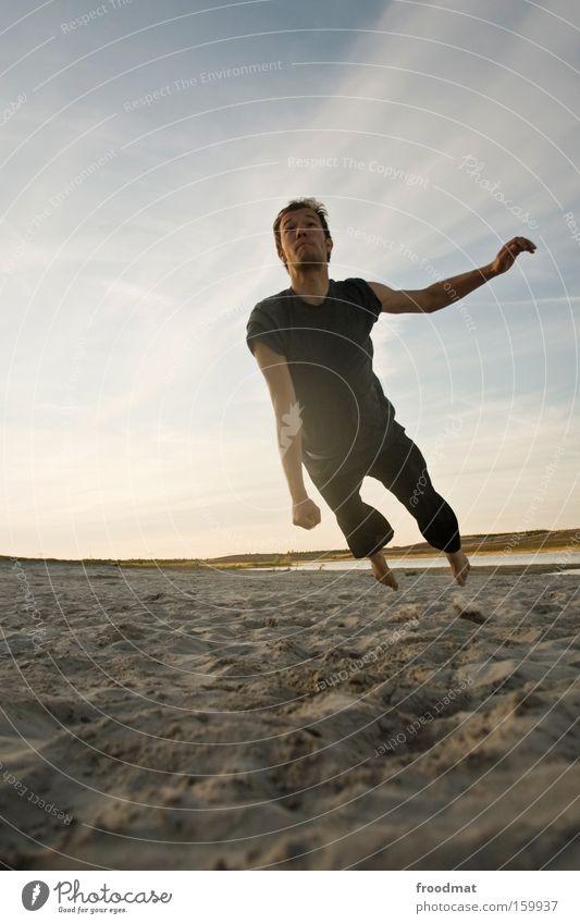rettungsspringer Silhouette Sand Ball Gegenlicht Jugendliche Coolness Wärme sportlich Spielen Sonnenuntergang Volleyball springen Mann Barfuß Spannung Freude