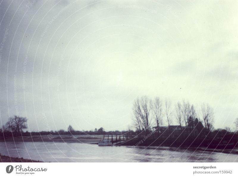 [HB 09.1] weitsichtig. Bremen Aussicht Fluss Wasser Himmel Ferien & Urlaub & Reisen fließen Baum grau trüb Trauer Landschaft Winter karg trist Lomografie Küste