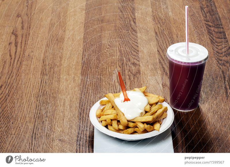 fast food Lebensmittel Fastfood Getränk Becher Holz Essen trinken Imbiss Pommes frites Dinge Speisen & Getränke Ungesunde Ernährung Cola Querformat Mayonnaise