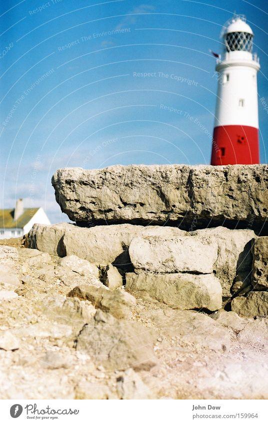 Smuggler's Coast Farbfoto Sonnenlicht Starke Tiefenschärfe Ferien & Urlaub & Reisen Ausflug Sommer Meer Häusliches Leben Felsen Küste Riff Hafen Leuchtturm
