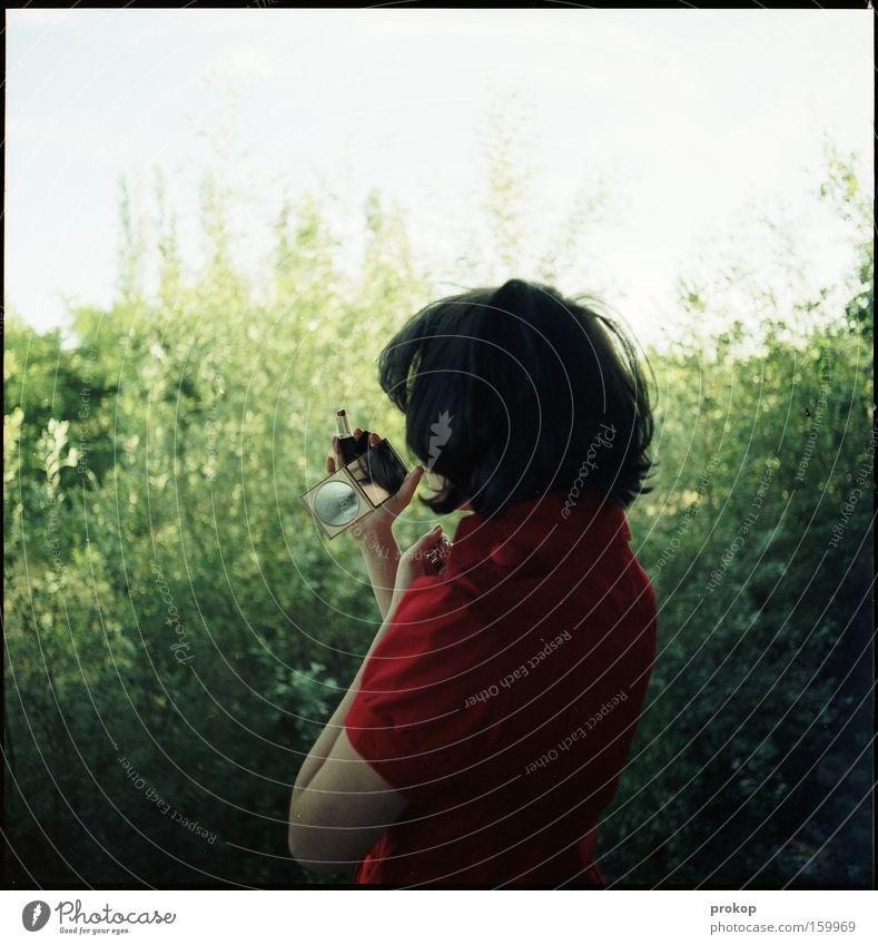 Rot und Licht und Sommer Mensch Frau Jugendliche grün schön Sonne Einsamkeit Haare & Frisuren ästhetisch Kleid Idylle Vertrauen Schminke Schminken attraktiv