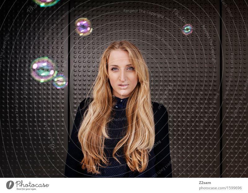 Dreamer Lifestyle elegant Stil feminin Junge Frau Jugendliche 18-30 Jahre Erwachsene Mode Pullover blond langhaarig Coolness trendy schön violett schwarz
