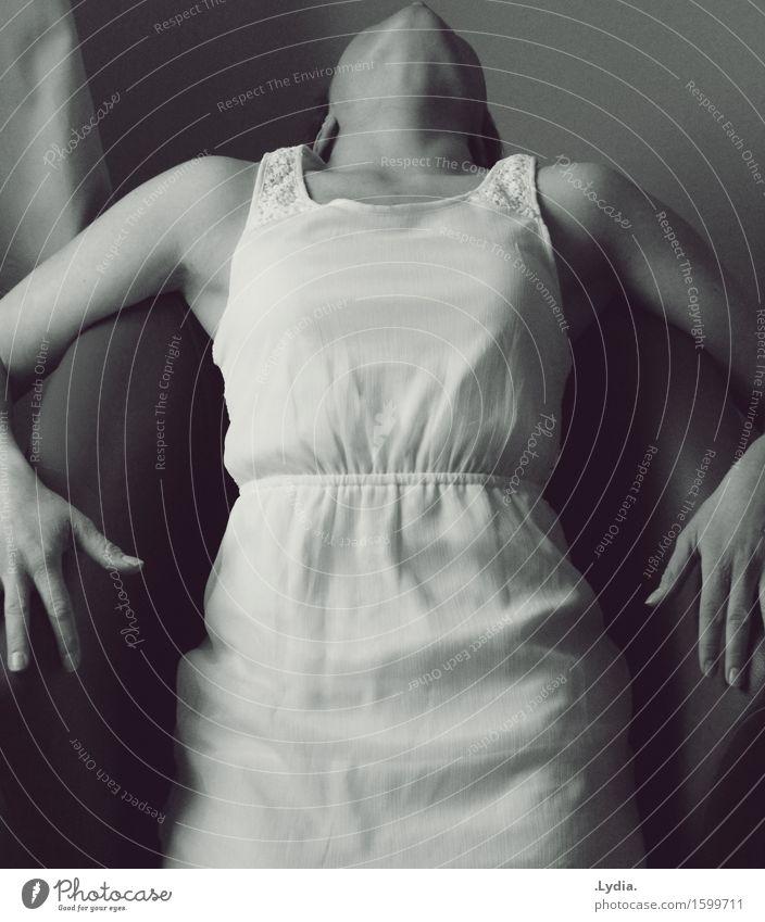 Deep breath Junge Frau Jugendliche Leben Körper atmen fallen festhalten elegant Gefühle Kraft Leidenschaft Sicherheit Vorsicht Selbstbeherrschung Energie