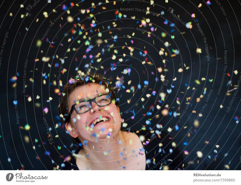 KOnFeTtI 3 Mensch Jugendliche Junge Frau Freude 18-30 Jahre schwarz Erwachsene lustig feminin lachen Glück Freiheit fliegen Party Zufriedenheit Fröhlichkeit