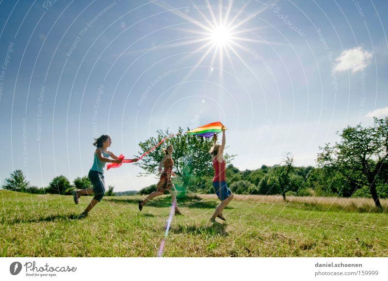 alles wird gut !! Kind Himmel Sonne Sommer Mädchen Freude Wiese Spielen Frühling Bewegung laufen Sonnenstrahlen Surfen Aktion Mensch Kiting
