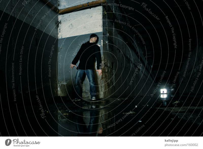 der dritte mann Mensch Mann Angst Filmmaterial Filmindustrie Tunnel Eisenrohr Flucht Panik London Underground Krimineller Tube Versteck Abwasserkanal