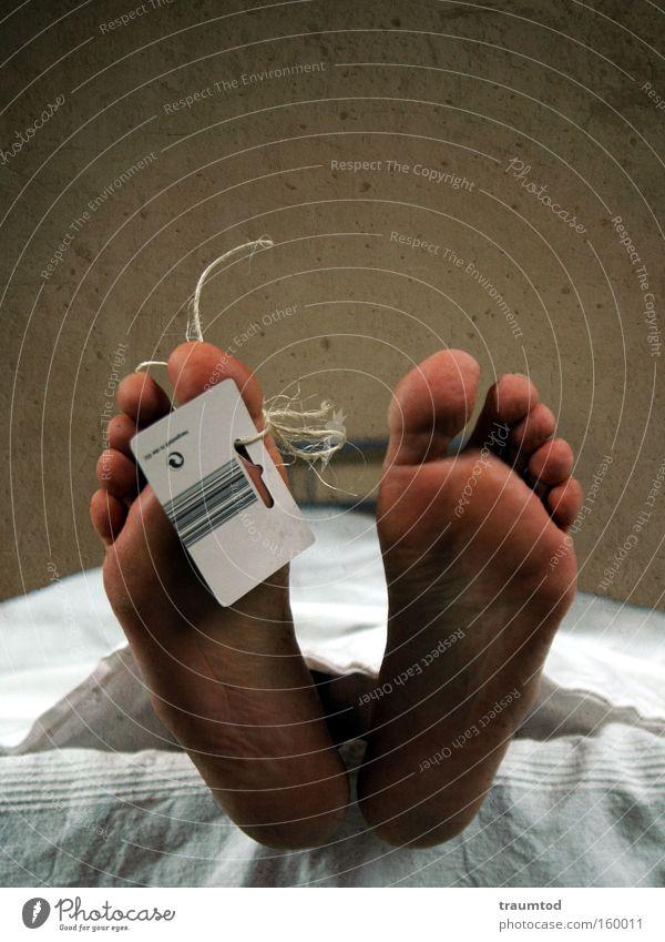 Wie das mit Exfreundinnen eben so ist... Fuß Fußsohle Zehen Liege Barcode Leiche Tuch Ende Trauer Verzweiflung Vergänglichkeit Mann Trage John Doe Totenbett