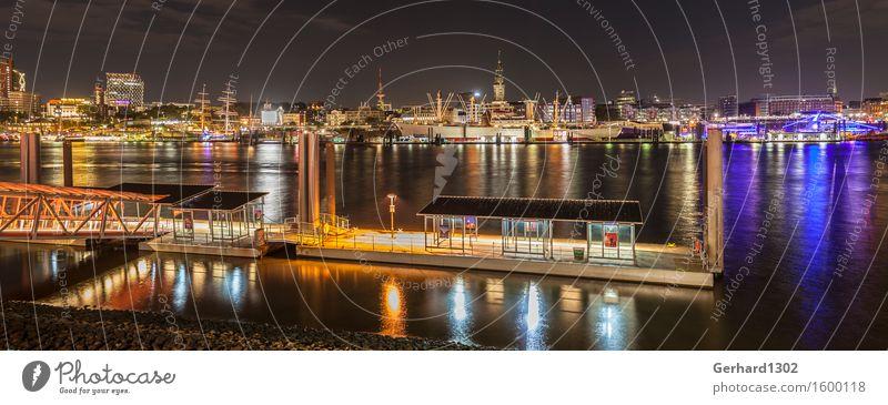 Nacht-Panorama vom Hamburger Hafen Tourismus Ausflug Sightseeing Städtereise Nachtleben Hafenstadt Menschenleer Hochhaus Industrieanlage Sehenswürdigkeit