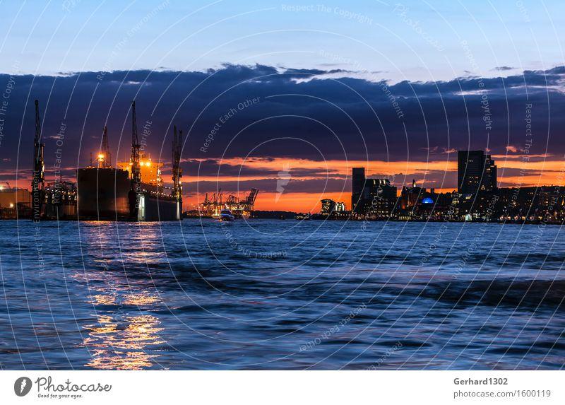 Panorama Hamburger Hafen bei Nacht Hafenstadt Hochhaus Industrieanlage Sehenswürdigkeit Verkehrsmittel Verkehrswege Schifffahrt Binnenschifffahrt Kreuzfahrt