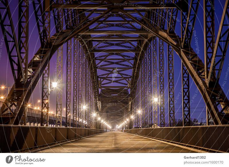 Historische Elbbrücken blau außergewöhnlich Zufriedenheit elegant Fahrrad ästhetisch Brücke historisch Hafen Sehenswürdigkeit Stahl Verkehrswege Symmetrie