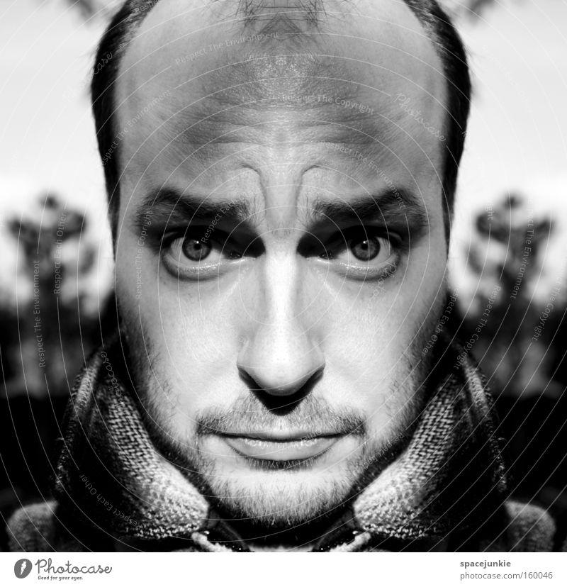 Hypnotic Mann Porträt Schwarzweißfoto Reflexion & Spiegelung Stirn skurril hypnotisch Seele Freak Freude Stirnrunzeln psychedelisch