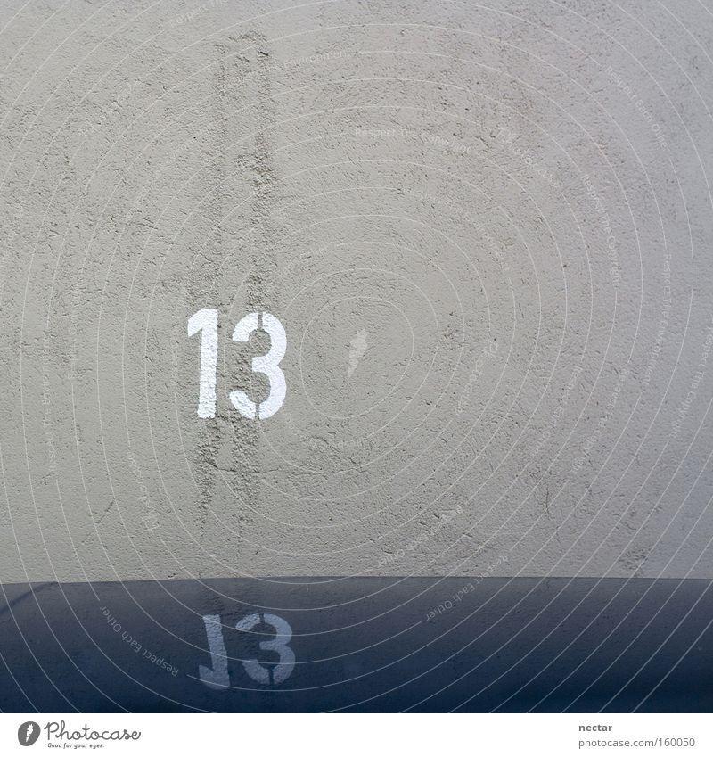 The Wild Thirteen blau Arbeit & Erwerbstätigkeit Wand Glück Erfolg Ziffern & Zahlen Verkehrswege Parkplatz 13 Hausnummer Volksglaube
