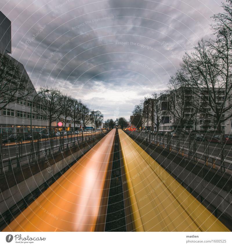 1000 mal hin und her blau Haus dunkel Straße gelb Wand Berlin Mauer grau braun PKW Hochhaus Geschwindigkeit fahren Hauptstadt Stadtzentrum