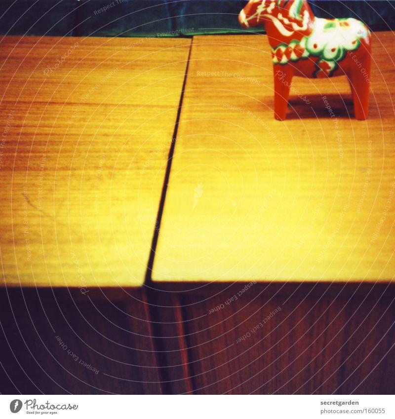 leuchtendes pferd Pferd Flohmarkt Spielen Siebziger Jahre gelb rot grell Farbrausch mehrfarbig Tisch Ecke Dekoration & Verzierung Kunst Wohnung gemütlich