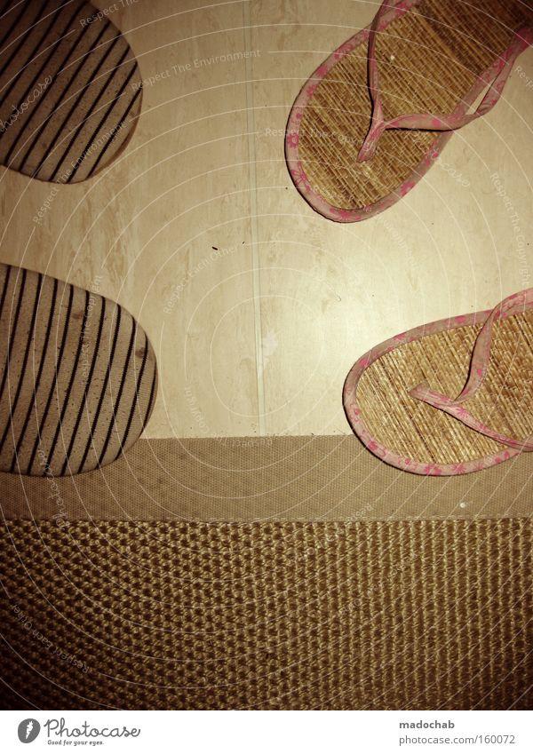 I look good in leather | Gemütliche Zweisamkeit Schuhe Wohnung paarweise Vertrauen Partner Heimat Schlafzimmer Ehe Alltagsfotografie Hausschuhe Schlappen