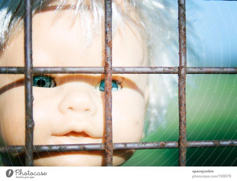 Behind bars Gitter Eisen gefangen Einsamkeit Puppe Spielzeug Kunststoff Kopf Blick Sehnsucht Freiheit Flucht Auge Justizvollzugsanstalt Angst Panik