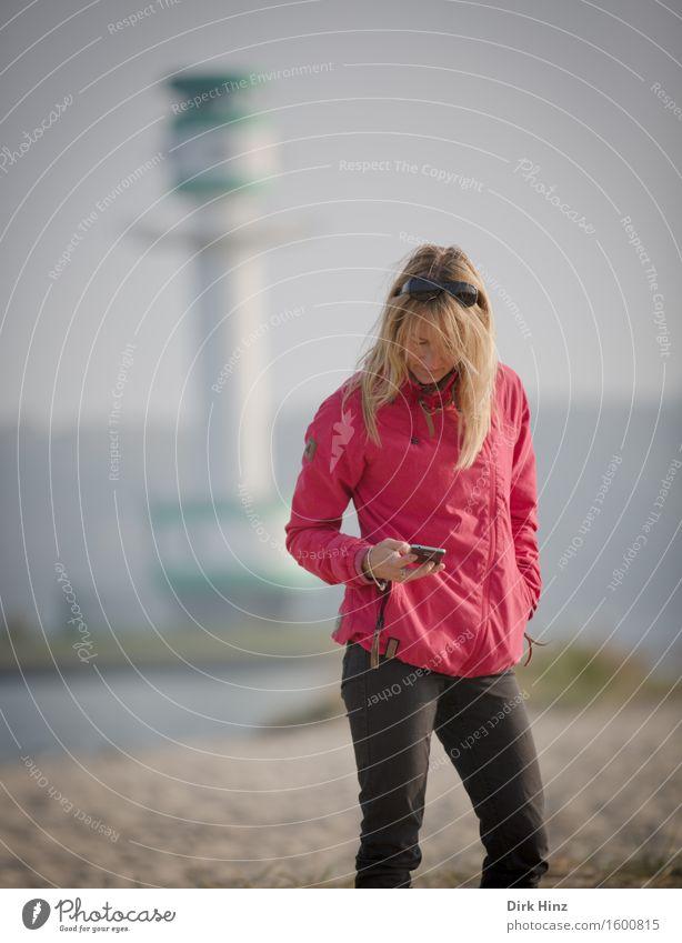 Antwort am Leuchtturm Mensch Frau Ferien & Urlaub & Reisen schön Sommer Erotik Ferne Strand Erwachsene Herbst feminin Stil Gesundheit Mode Haare & Frisuren