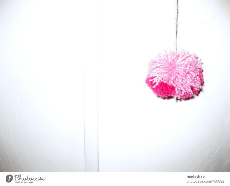 très chique trashig | eine phonetische symphonie Quaste Dekoration & Verzierung rosa mädchenhaft Vor hellem Hintergrund Textfreiraum links Textfreiraum unten