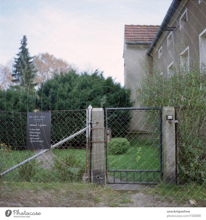 wurstfachverkäuferin Haus Garten Lebensmittel trist Landwirtschaft Dorf Zaun Dienstleistungsgewerbe Ladengeschäft Amerika Forstwirtschaft ländlich