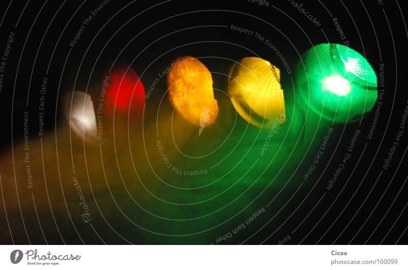 Weiß-Rot-Orange-Gelb-Grün mehrfarbig Licht Schatten Veranstaltung Musik Club Disco Bar Cocktailbar Konzert Nebel hell Farbe Beleuchtung elektrisch Elektrizität