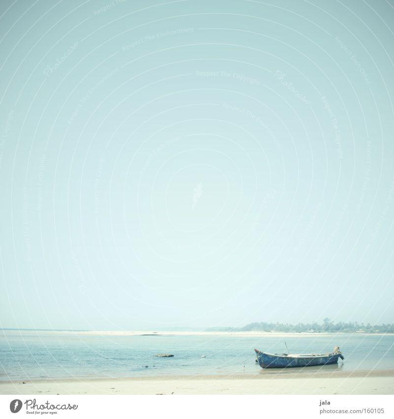 gestrandet Einsamkeit Ferne Licht Wasser Meer Strand Wasserfahrzeug Ferien & Urlaub & Reisen ruhig Frieden blau Freiheit Sand hell Indien Küste friedlich